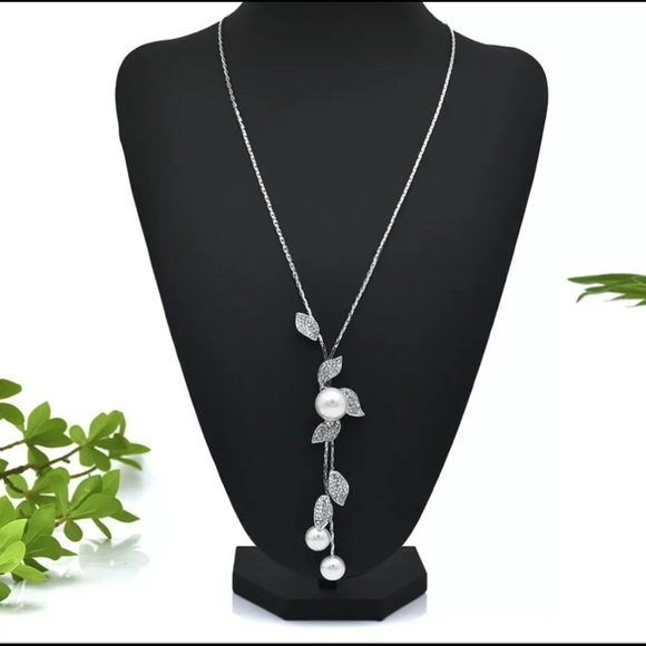 Fashion Multilayer Pearl Crystal Leaves Necklace